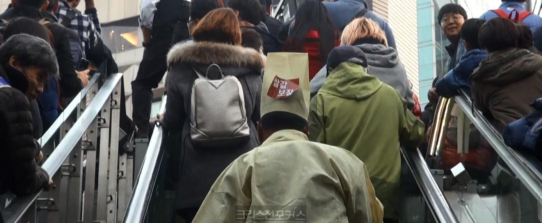 박근혜 퇴진 성난 민심 100만 촛불 밝혀