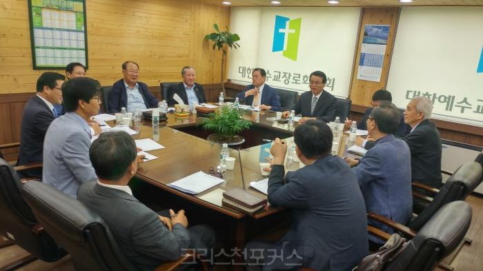 논평/ 목양권 침해한 선관위 결정, 헌법·선거 규정 위반