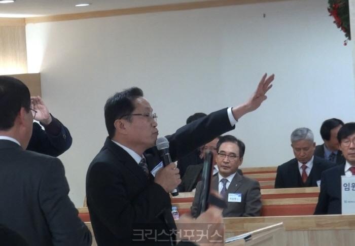 """[실행위발언대] 홍성헌 목사, """"맞아죽을 각오로 말한다, 헌법 준수하라"""""""