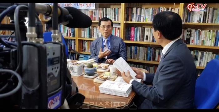 [크포TV] 인터뷰/ 홍정기 목사, 교회에 반하다 저자