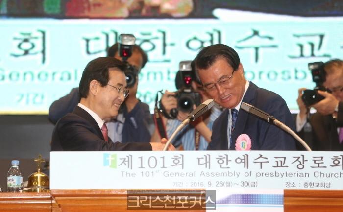 박무용 목사 3360만원 배임수재 혐의로 피소돼