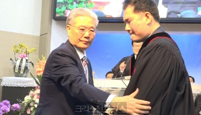 [CFC소식] 박신범 목사, 눈물의 은퇴사로 40년 목회 마무리