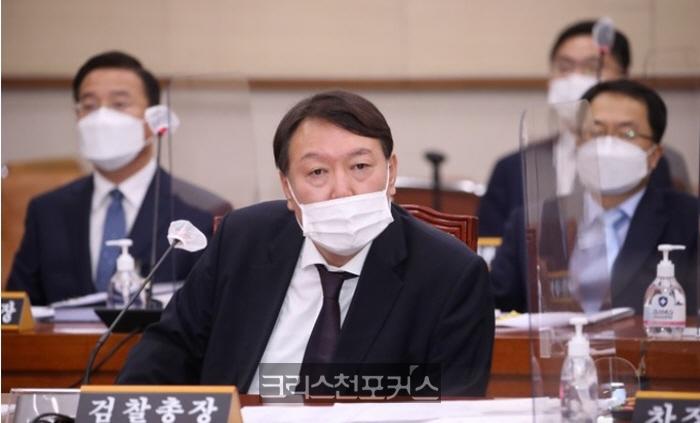 서울행정법원, 윤석열 총장 '정직 2개월' 처분 효력정지 결정